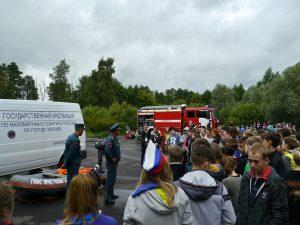 Спасатели провели «День безопасности» в лагере «Салют». Фото: пресс-служба Управления МЧС по ТиНАО.