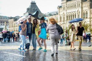 """В воскресенье в Москве будет тепло, пройдет небольшой дождь. Фото: Александр Казаков, """"Вечерняя Москва""""."""