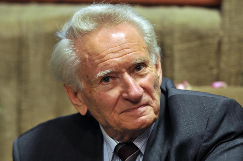 Советский журналист Генрих Боровик попал в больницу