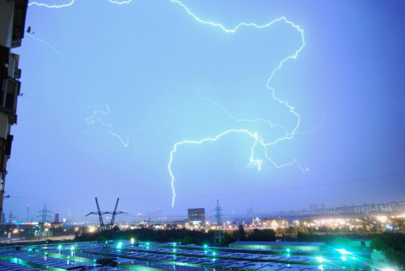 На Москву надвигается сильная гроза с градом