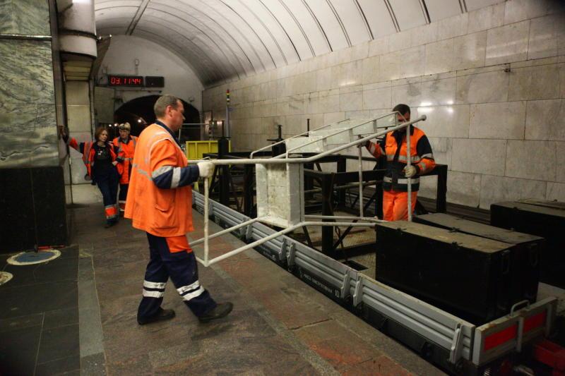 3 июля пассажиры московского метро не смогут проехать через участок Калужско-Рижской линии. Фото: архив «ВМ».