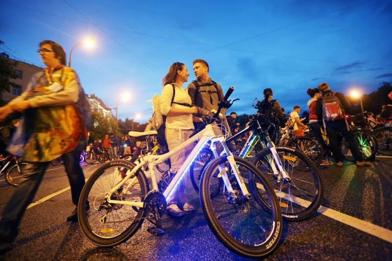 Московский ночной велопарад собрал 10 тысяч человек