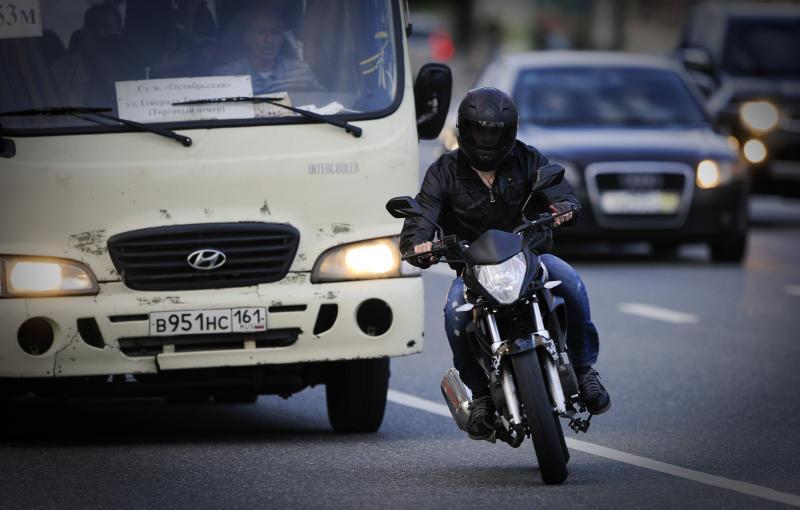 На северо-западе столицы произошла авария мотоциклиста с легковым автомобилем