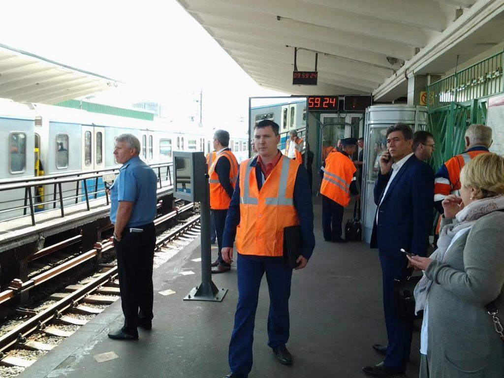 На фиолетовой ветке метро вновь остановились поезда