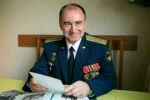 Подполковник запаса связист Владимир Федорович Юшкин отдал авиации более 20 лет (фото сделано 28 июля 2016 года)