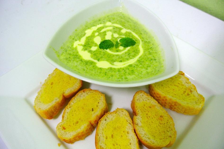 Венгерский суп из шпината с беконом
