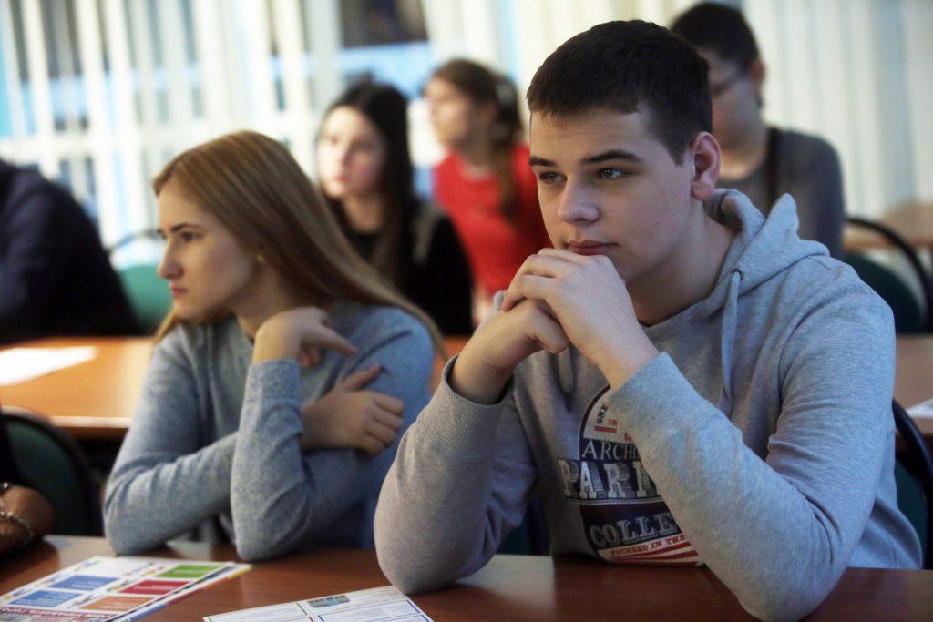"""В преддверии нового учебного года ученики создают ролики о своей школе. Фото: архив """"Вечерней Москвы"""""""