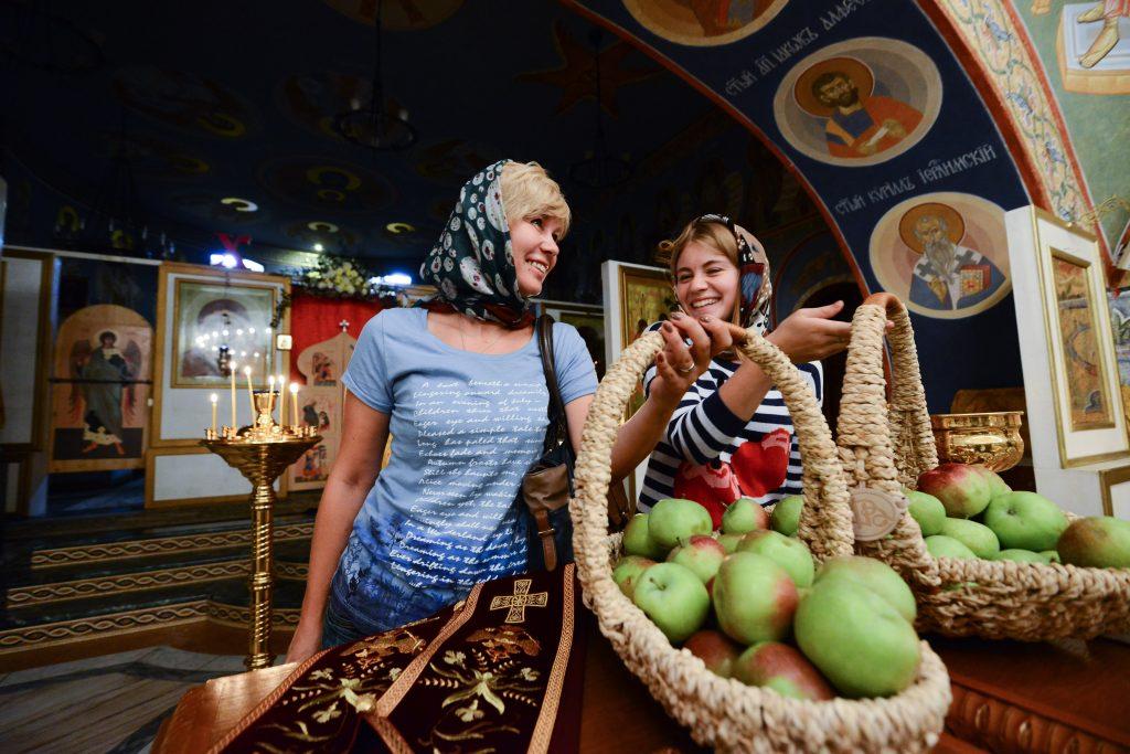 Яблочный Спас отметят в храме Коммунарки. Фото: архив газеты «Вечерняя Москва».
