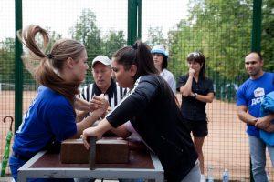 """В сентябре спортсмены новых округов смогут посоревноваться в борьбе на руках. Фото: архив, """"Вечерняя Москва""""."""