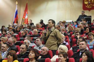 Главы поселений обсудили с жителями волнующие вопросы. Фото: архив газеты «Вечерняя Москва».