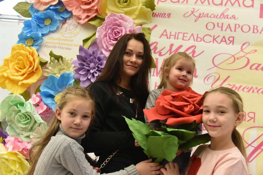 Сергей Собянин наградил многодетные семьи почетным знаком «Родительская слава»