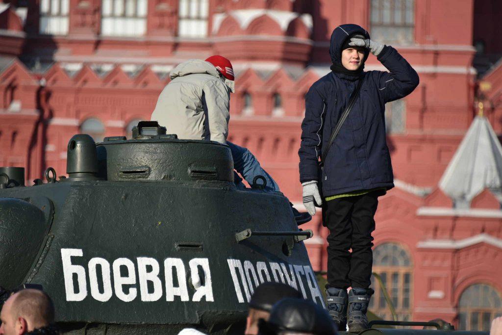 Библиотека Московского поздравит ветерана-участника битвы на Курской дуге