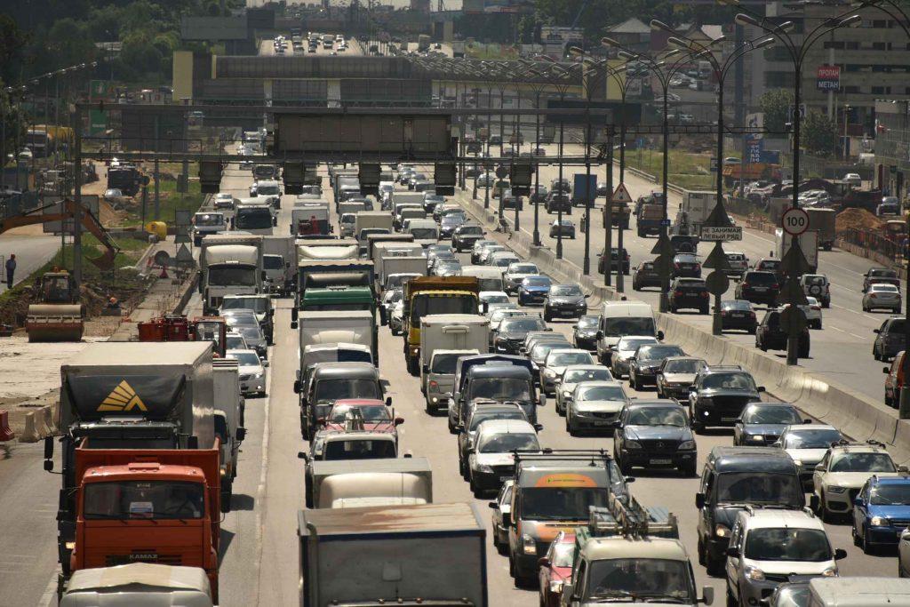 Главной экологической проблемой Москвы горожане считают автотранспорт