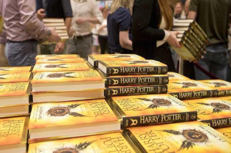 Оригинал новой книги о Гарри Поттере поступил в продажу