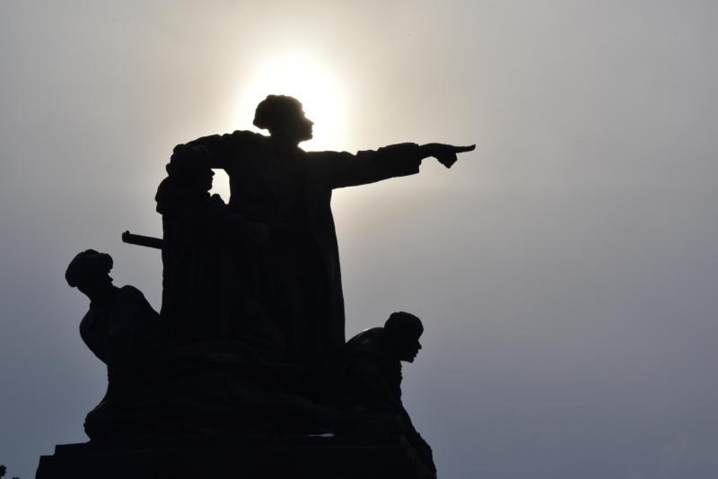 Памятник Калашникову