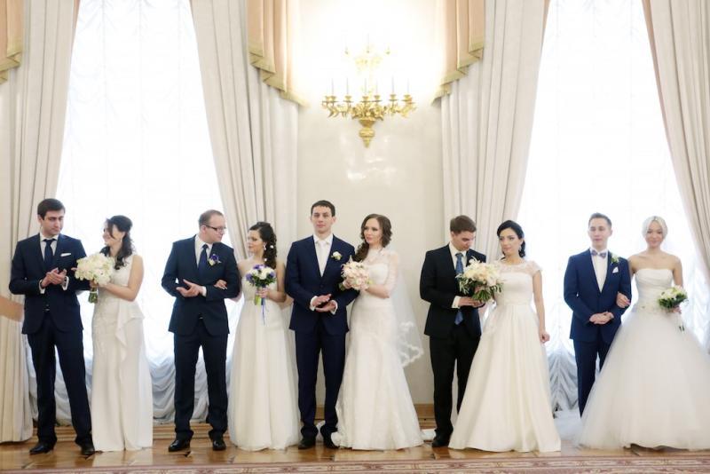 Более тысячи московских пар планируют сыграть свадьбу в День города