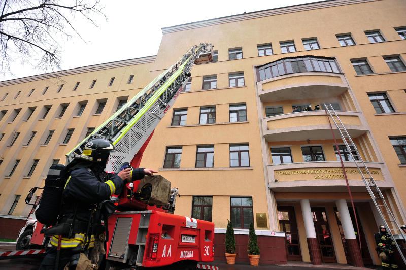 Одинокие пенсионеры и неблагополучные семьи получат бесплатные противопожарные датчики