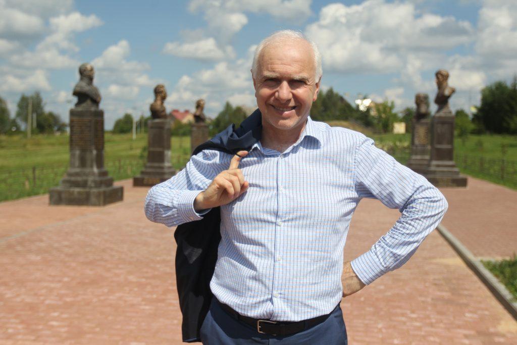 Глава администрации поселения Роговское Илья Подкаминский.