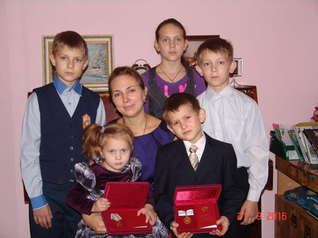 Дети добыли маме с папой орден «Родительская слава»