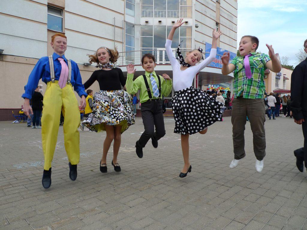 10 сентября 2016 года. Знамя октября (Рязановское). Молодежь устроила танцы стиляг .
