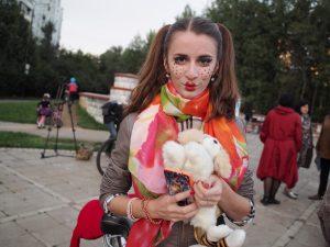 10 сентября 2016 года. Троицк. Лиза Матвеева — участница парада «Леди на велосипеде» в образе «Кукла Барби».