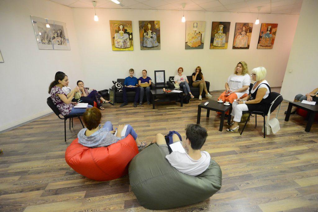 Книжный клуб для мам в Ватутинках встретится с участницами после каникул