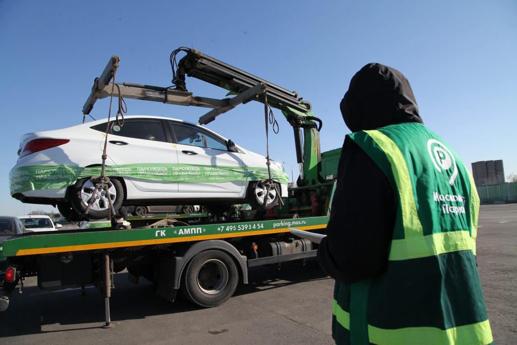 Власти Москвы сохранили тарифы на эвакуацию машин до 31 декабря