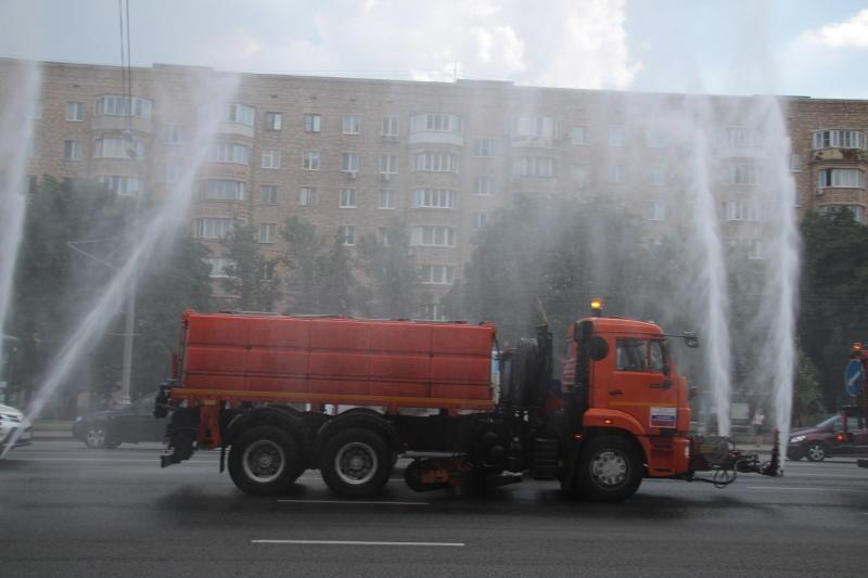 На Садовом кольце прошел парад городской техники