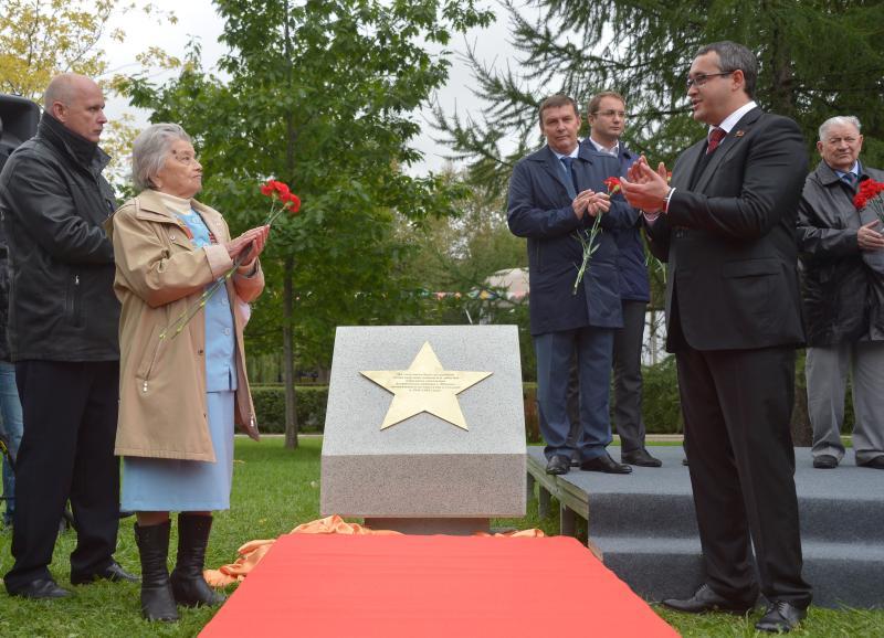 Открытие памятника ветеранам-ополченцам в Екатериненском парке и на Ленинградском проспекте. Фото: «Вечерняя Москва»