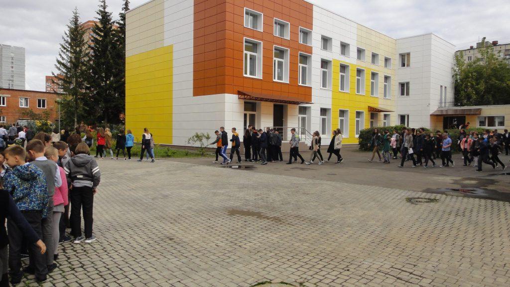 В троицкой школе №2 провели учебную эвакуацию. Фото: пресс-служба Управления МЧС по ТиНАО