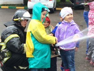Дошкольники побывали в пожарно-спасательной части №120 поселения Сосенское. Фото: пресс-служба Управления МЧС по ТиНАО