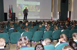 Энергетики рассказали троицким школьникам о мерах безопасности. Фото: пресс-служба МОЭСК