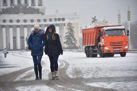 """Снегопад начнется вечером в среду и продолжится ночью и днем в четверг. Фото: архив, """"Вечерняя Москва"""""""