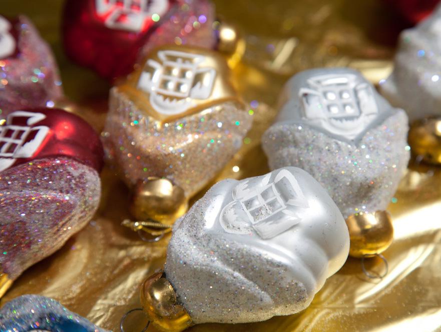 В столичных магазинах начали продавать новогодние украшения