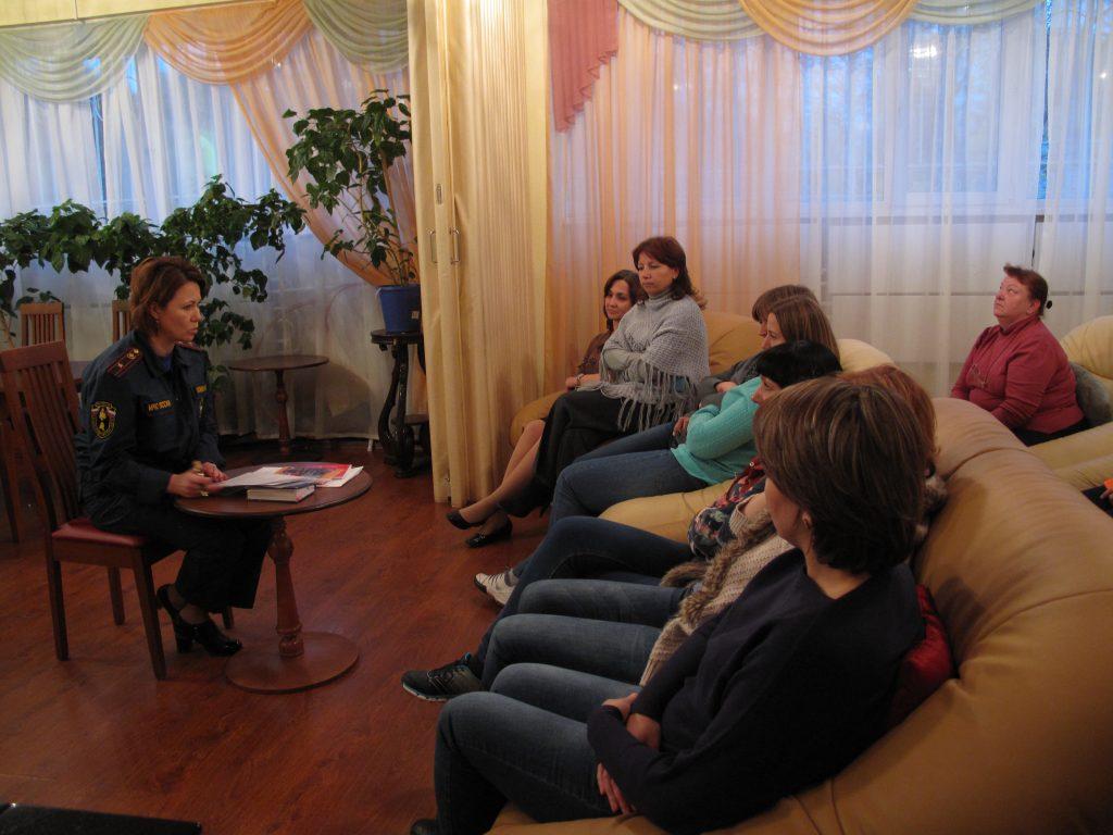Сотрудникам Центра соцобслуживания «Троицкий» напомнили про пожарную безопасность