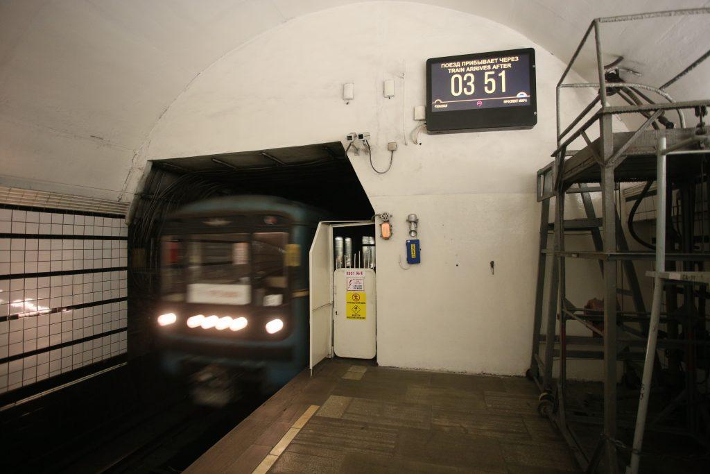 Табло с обратным отсчетом откроют на всех станциях Московского метро