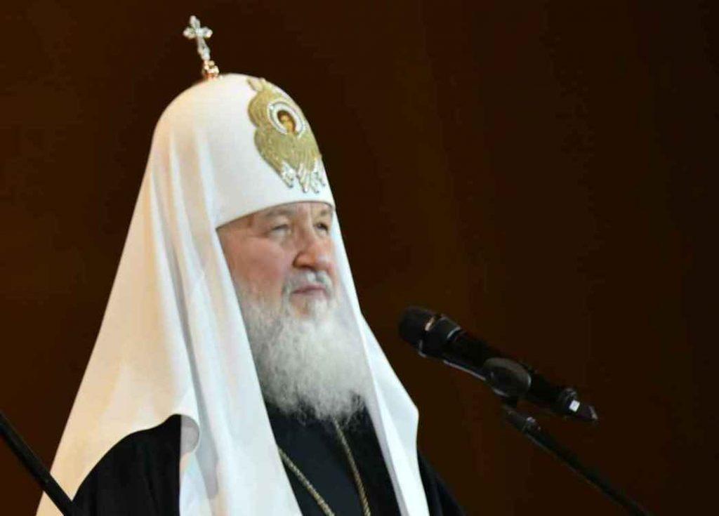 Патриарху Кириллу в Лондоне подарили щенка корги