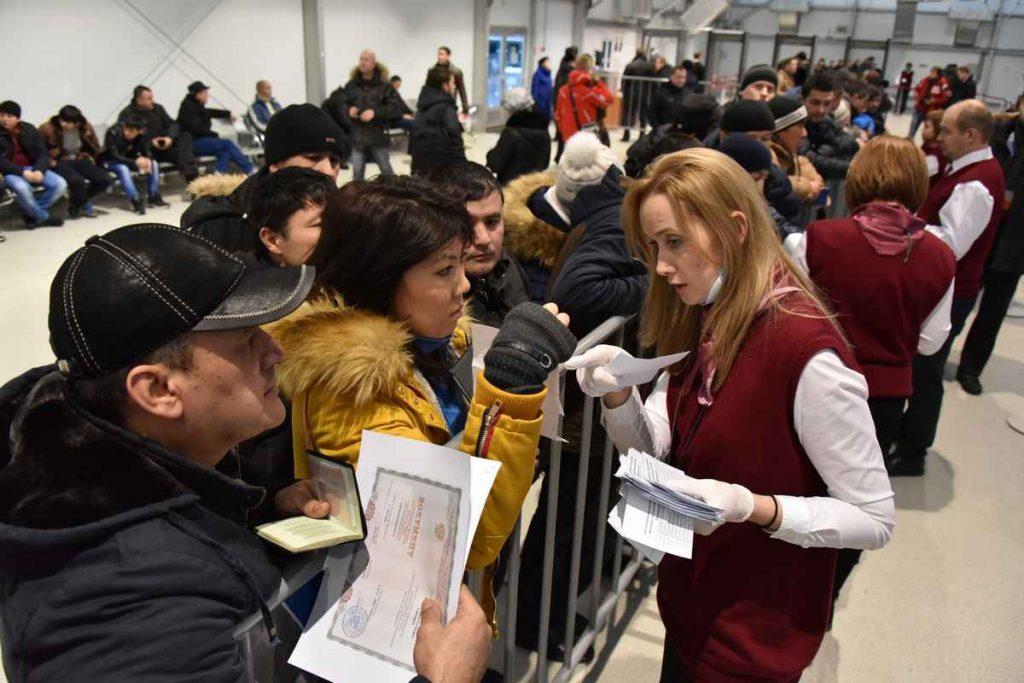 Московский миграционный центр с начала года выдал более 340 тысяч патентов иностранцам