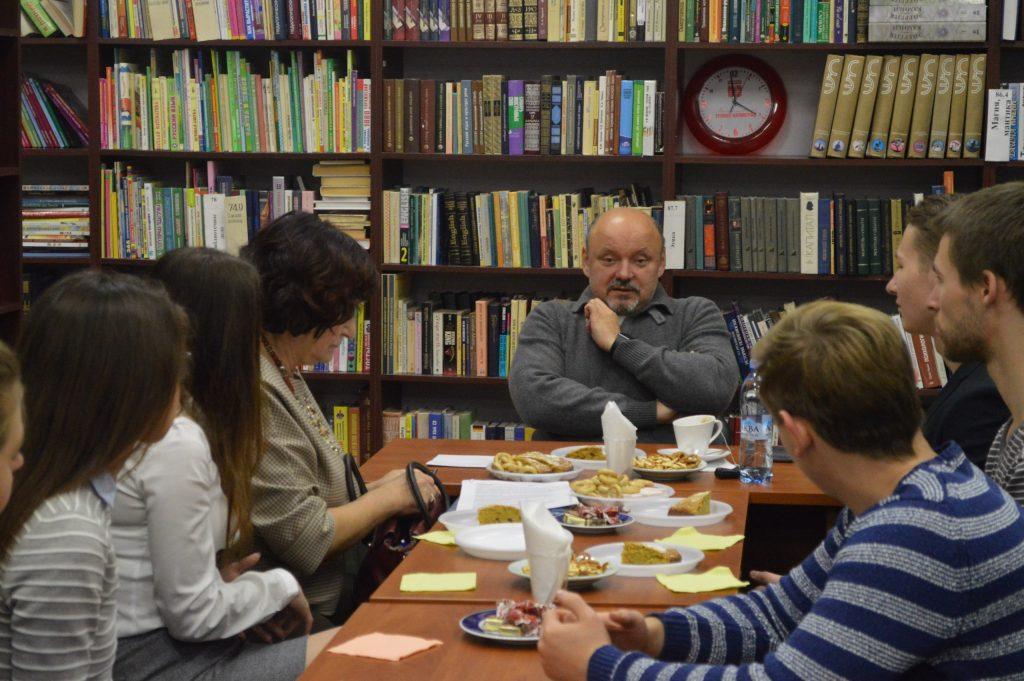 Глава городского округа Троицк встретился с молодыми парламентариями