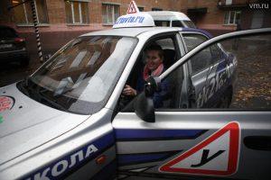"""Московские автошколы начали обучать людей с ограниченными возможностями. Фото: архив, """"Вечерняя Москва"""""""