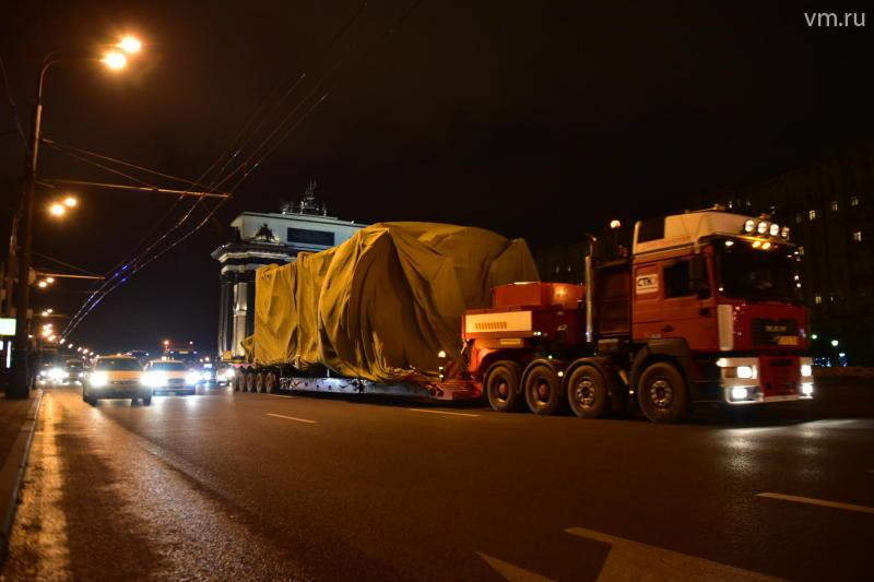 В центр Москвы доставили памятник князю Владимиру