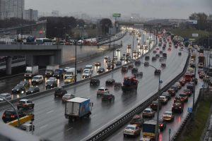 Дороги приготовили к холодам — помыли . Фото: «Вечерняя Москва»