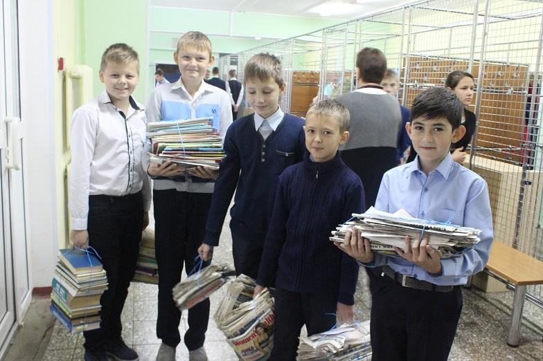 Учащиеся школы №2073 собрали более трех тонн макулатуры