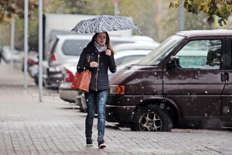 Теплую погоду в Москве сменят кратковременные дожди и переменная облачность