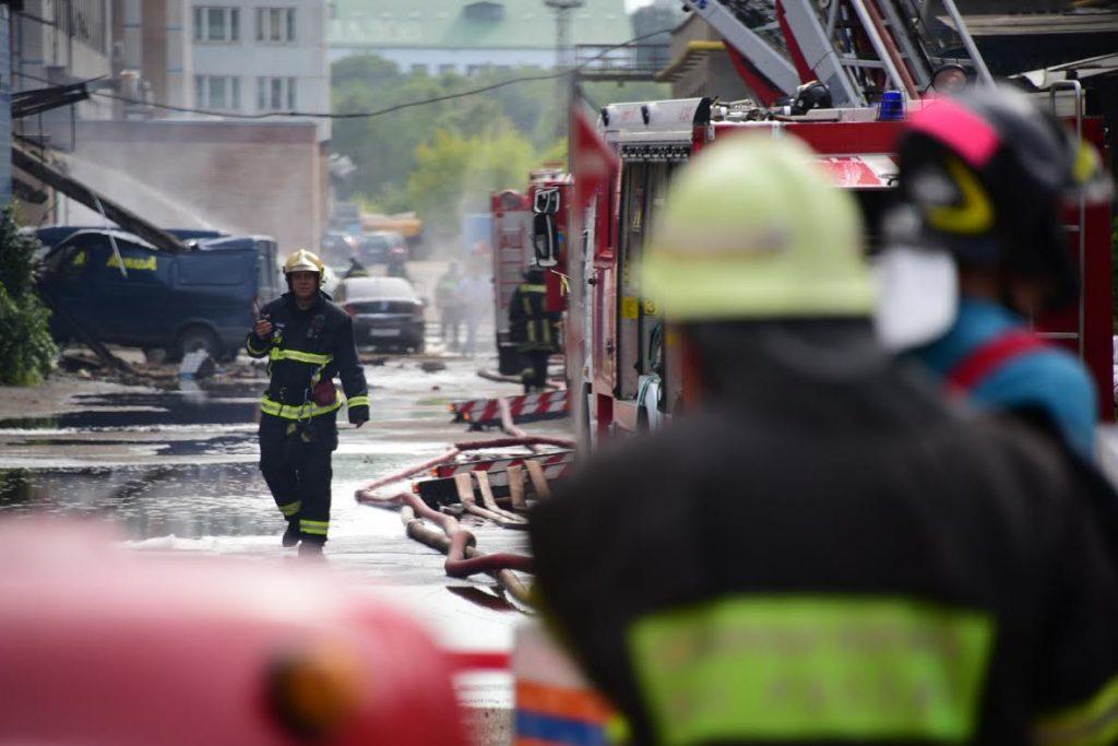 МЧС потушило пылающую мастерскую в Новой Москве