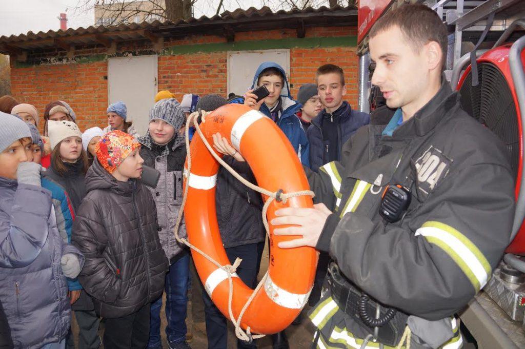 Пожарные Новой Москвы провели урок безопасности для троицких школьников