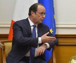 Президенту Франции Олланду грозит импичмент за скандальную книгу