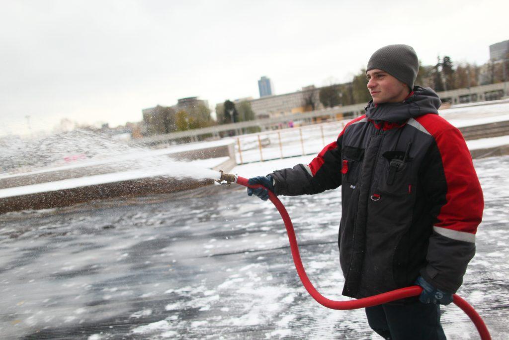 Более тысячи ледовых площадок зальют в Москве