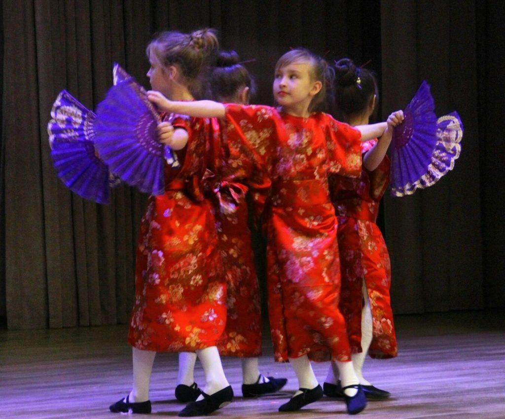 Фестиваль наций открылся в школе № 1788