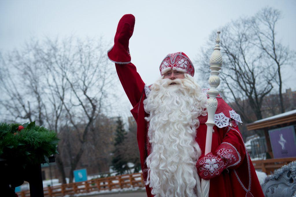 Дед Мороз открыл новогоднюю почту в поселении Десеновское